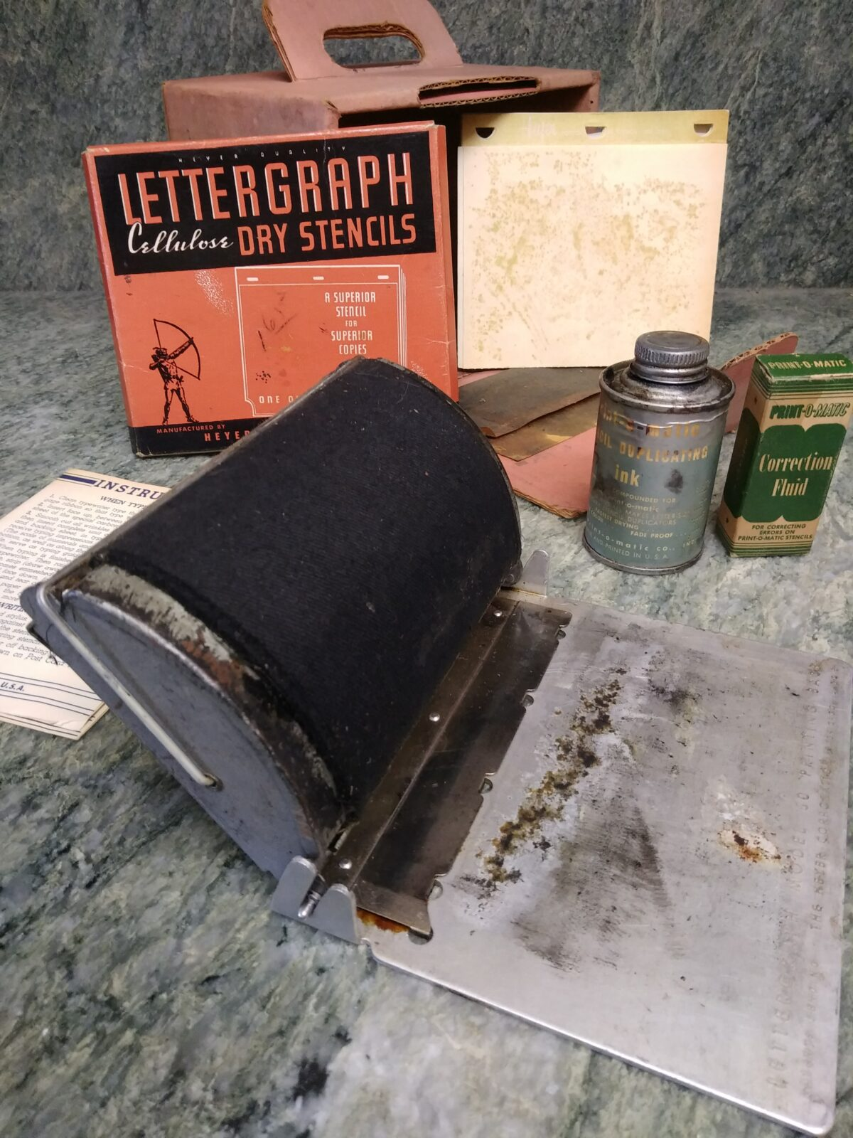 Heyer Lettergraph Model 60 and accompanying materials